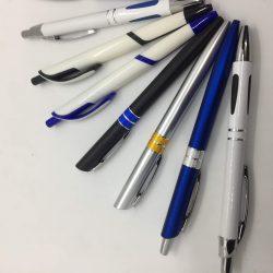 Bút nhựa từ 3-5.000 đ