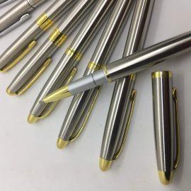 Bút kim loại khắc logo từ 20-30.000 đ